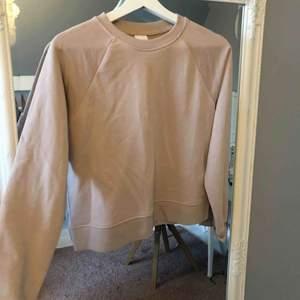 Aldrig använd. Fin rosa tröja. Lappen kvar