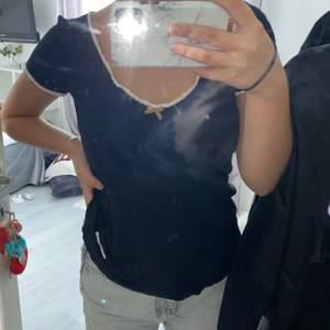 En svart odd Molly tröja i svart, den har storlek 0 och det passar XS-M. Använd några gånger, men är i bra sick.