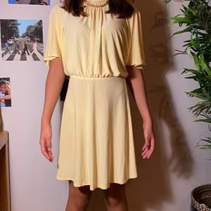 En supergullig söt klänning som passar till alla tillfällen! Köpte står för frakt💕
