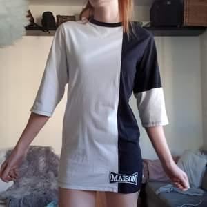 Egentligen en lång t-shirt för herr, från Maison 9. Köpt i Milano. Har använt den som en klänning, blir dock väldigt kort på mig som är 176 😎