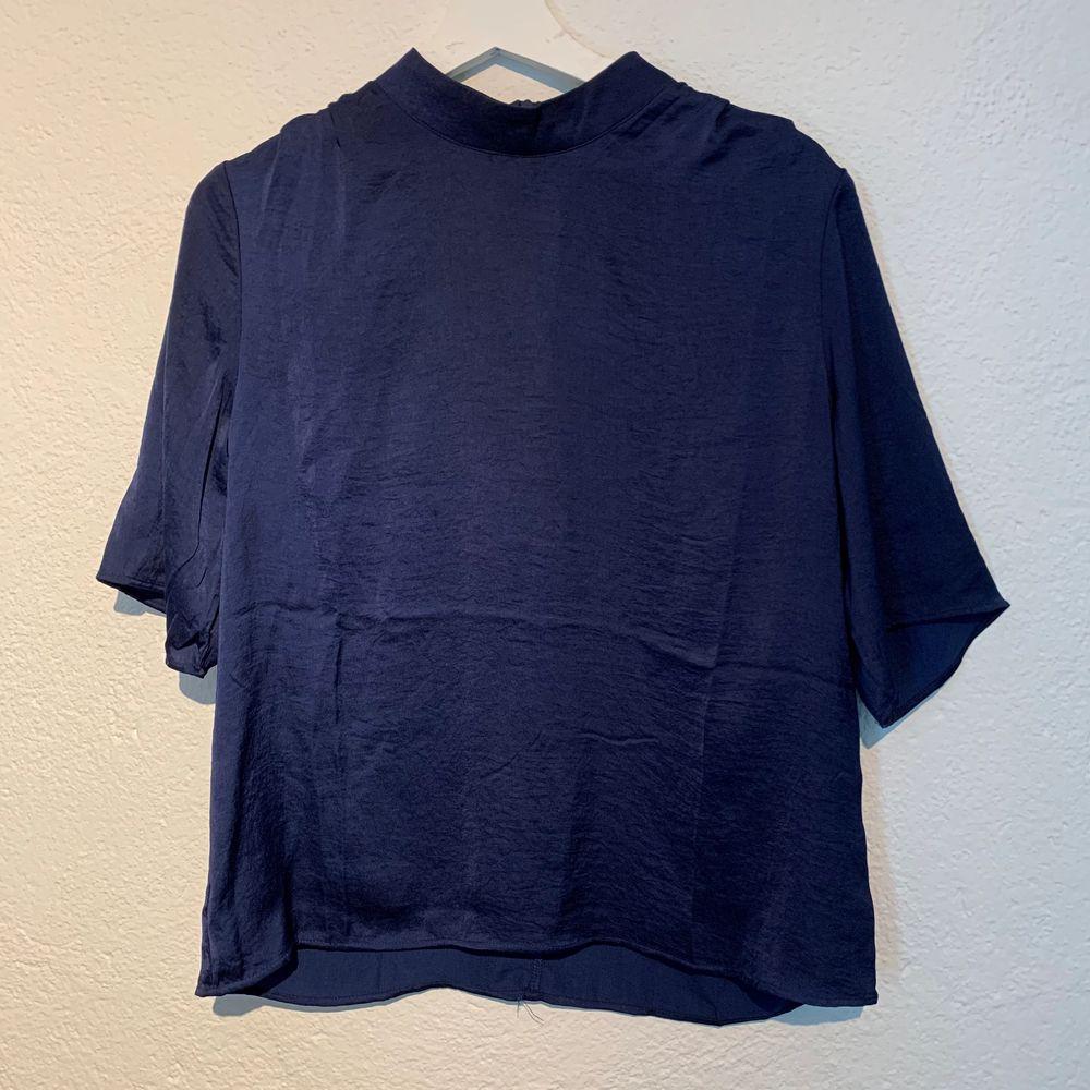 Fin blus ifrån Rut&Circle. Prislappen borttagen men blusen är aldrig använd . Blusar.