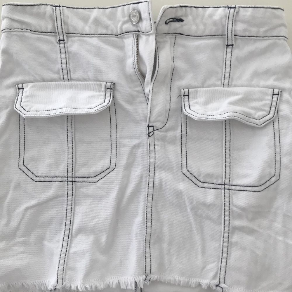 Jeans kjol från zara storlek S. . Kjolar.