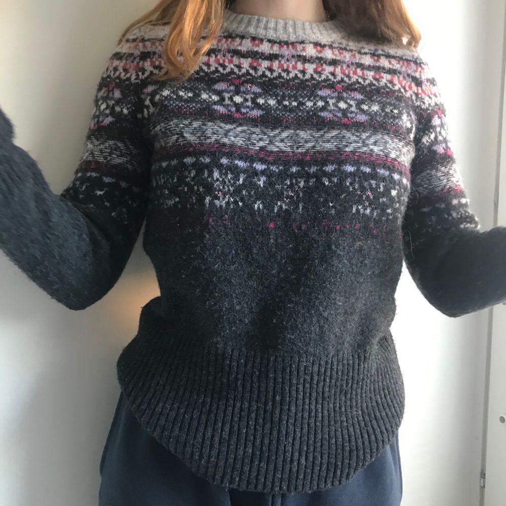 tröja från united colors of benetton i alpacca blend. jättemysig! köpt för något år sedan men knappt använd, inga skador 😸 frakten ingår i priset!. Stickat.