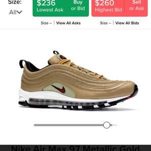 Säljer mina Nike air Max 97. Köpta 2018 för 1699 på footlocker. Säljer då jag ska köpa nya skor och behöver pengar. Lite slitna på den vita delen på skon, annars har jag tagit bra hand om dem och ofta tvättat dem för hand:)