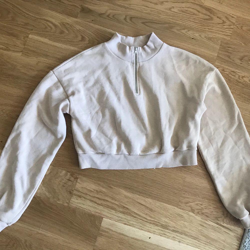 Jättefin beige tröja från nelly i fint skick 💕 storlek M men passar även S. Tröjor & Koftor.