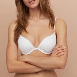 en super fin push up bikini bh från hm!!💞 aldrig använd, endast testad. säljer den pga att d var d va fel storlek och hann inte returnera den i tid. sitter verkligen jätteskönt!! nypris 199 kr. mitt pris 85 kr