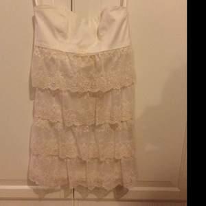 Spets klänning, creme färgad 300kr+frakt Från MQ
