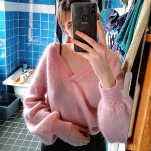 Oversized stickad tröja från Ivyrevel! Nästan aldrig använd och är i mycket bra skick! Superfin verkligen men sitter bara i garderoben:(