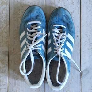 """Säljer Adidas sneakers modell """"special"""". Herrsko.  Knappt använda, väldigt fräscha.  Storlek EUR: 42 2/3. US: 9. UK: 8 1/2.  Ord pris ca: 1000kr.  Säljer för 500kr."""