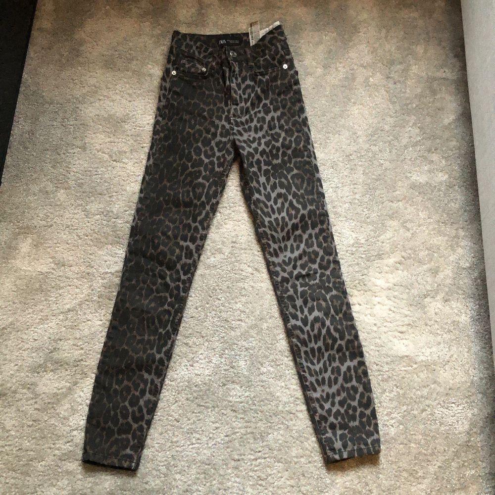 Jeans ifrån Zara med olika möster! 100 + frakt. Aldrig använda . Jeans & Byxor.
