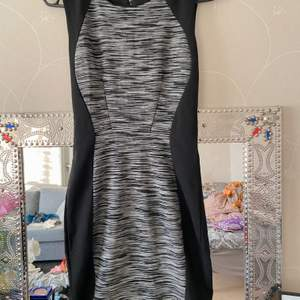 great dress for going out in a formal event while you still wanna look sexy PR: 200kr