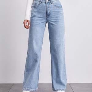 Snygga raka jeans från Bikbok. Köpta för 600kr men använda 3 gånger så säljes för 250 inklusive frakt. Strl W24.