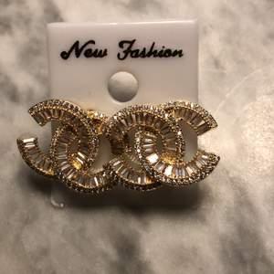Chanel örhängar färg guld S925