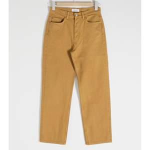 Säljer nu mina byxor från &otherstories då de nu blivit för små:/. Frakt är 79kr💞 De är raka i modellen, och sitter väldigt smickrande🙂 Köptes för 690kr.