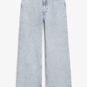Säljer mina yoko jeans från monki. Dom är förstora för mig tyvärr. Använda Max 3 gånger