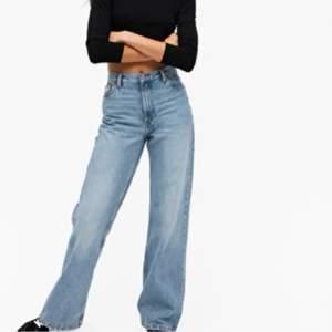 Säljer mina jeans i modellen yoko från monki. Jättefina men säljer för att jag har ett annat par🥰