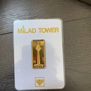 En bit äkta guld på 0.600g. Värd ca 350-400 kr. Säljes då jag inte har någon användning av den.
