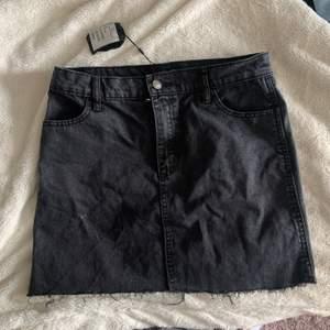 En svart kjol oanvänd bara testad, prislapp kvar.  Skit snygg men ville ha lite mer strecth. Betalning via swish