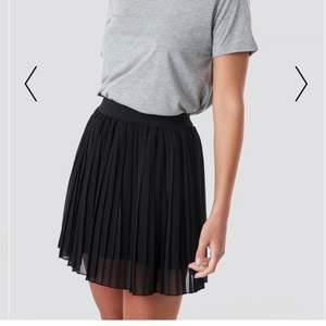 Svart kjol från NA-KD, aldrig använd.