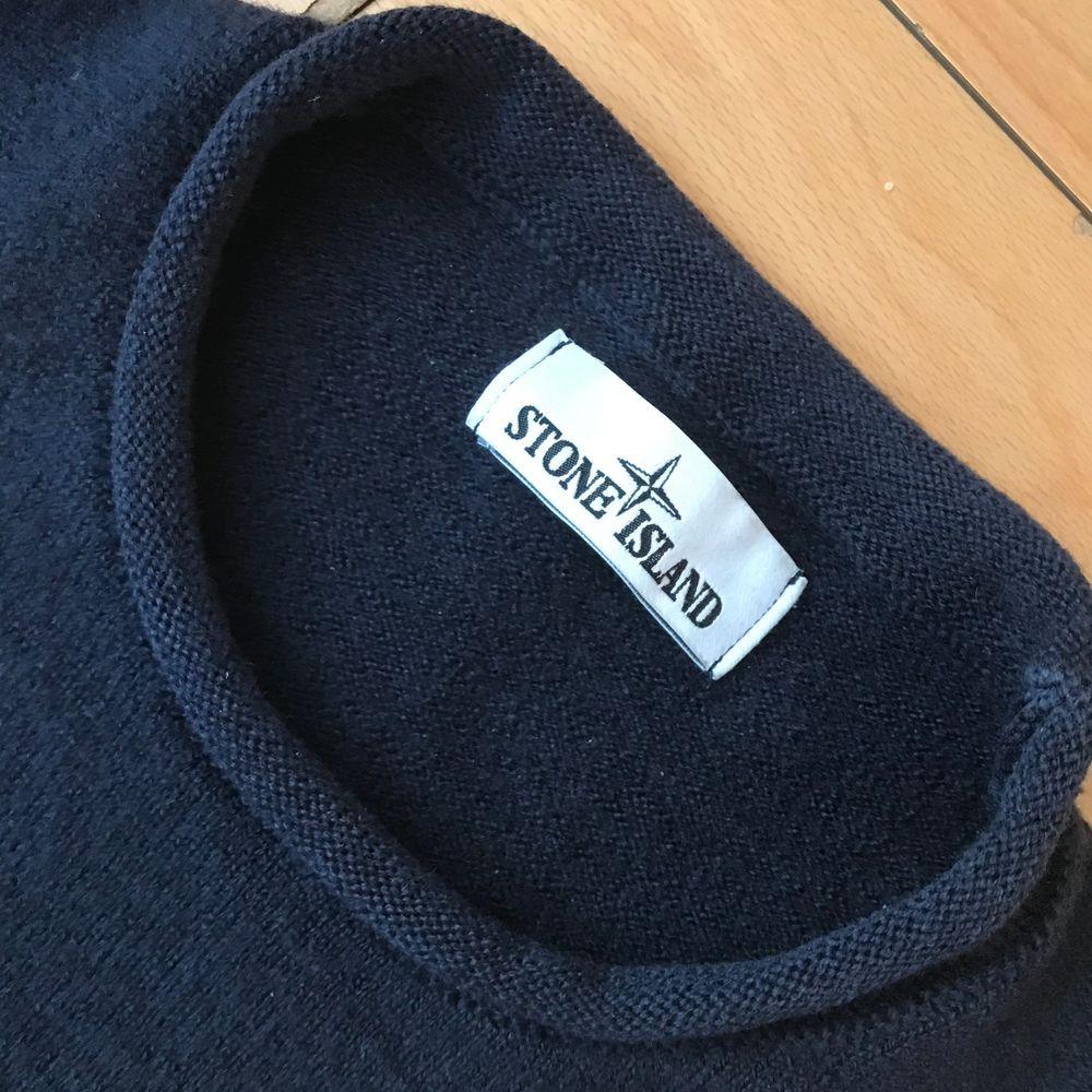 8,5/10, size is M but i feel like it fits like S, also for women, price negiotable. Navy color. Huvtröjor & Träningströjor.