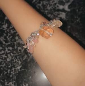 säljer detta juvel armband för att det ej passar min handled. superfint och snyggt synd att det aldrig blir använd!  Säljer för 15kr plus frakt🤍💓