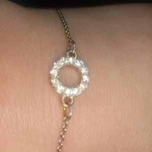 Fin arm länk med diamant ring