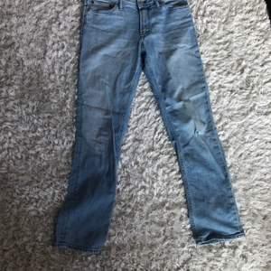 Sköna straight leg jeans