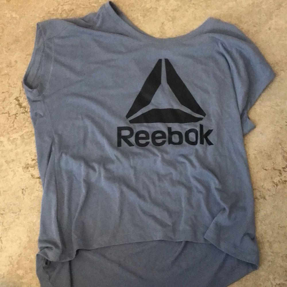 Säljer för 60 kr med gratis frakt!. T-shirts.