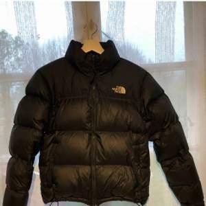 Säljer min northface jacka! Använd ett fåtal gånger förra vintern, superfint skick ord pris 2500.