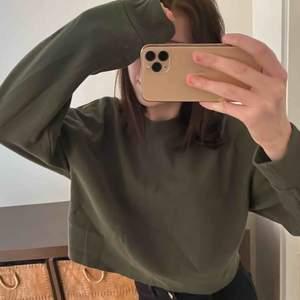 Grön fin tröja från zara som knappt e använd Köpare står för frakt o pris kan även diskuteras 💗🌸💖