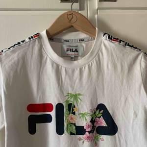 (Äkta) Långärmad FILA-tröja. Använd 3-4 gånger. Möts upp i Stockholm, annars står köparen för frakt :)