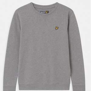 Mysig sweatshirt från lyle & scott, Kan mötas vid t-centralen eller fraktas.