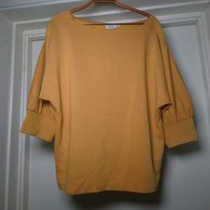 Väldigt skön tröja med luftiga ärmar