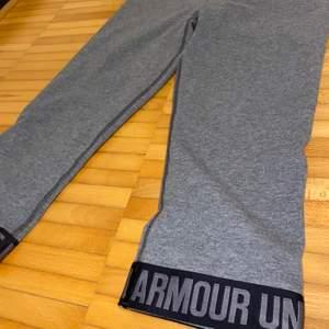 Underarmour träningstights och sport-bh! 50kr/var 😊 säljer fler träningskläder på sidan!