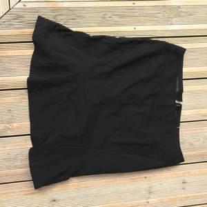 Super snygg tight kjol för både vardag och finare tillfällen💗