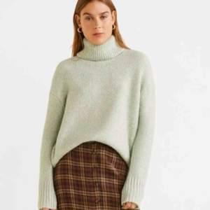 Nästintill helt oanvänd mintgrön stickad tröja från Mango! Frakten går på ca 60kr!
