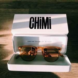 Solglasögon från CHIMI - Modell Peach #001 mirror.  Nypris: 899kr.  Inköpta år 2018 och använda endast en gång! Säljes för 500 kr.