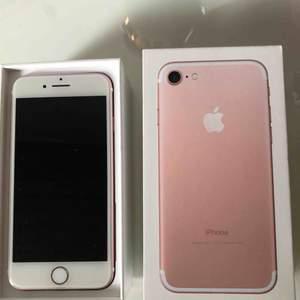 Säljer min iPhone 7 i rosé guld. Den är två år gammal men i bra skick, lagad en gång och har några få repor här och där men det är inget som syns mycket.   Obs, laddare och hörlurar saknas.   För mer information och bilder skriv till mig i chatten. :)