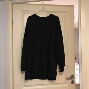 Riktigt skön basic klänning ifrån Nelly, sparsamt använd alltså väldigt bra skick!