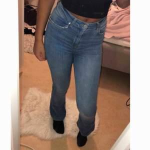 Natasha bootcut från Ginatricot. Sparsamt använda, säljer för att jag gått ner i vikt och köpt en storlek mindre. (Nypris 399kr)