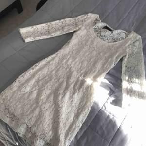 Jätte fin klänning som tyvärr är för liten, 300kr+frakt kan gå ner i pris
