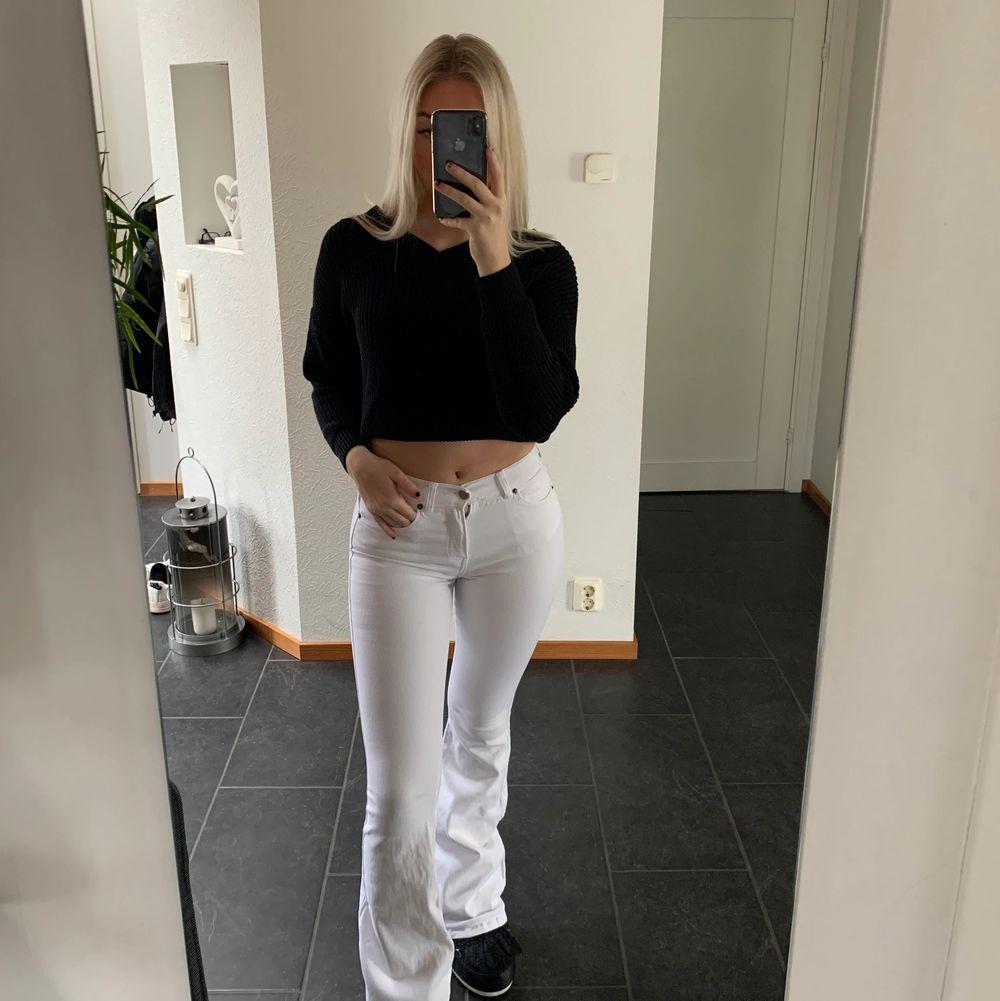 Vita utsvänga jeans💕Använda endast en gång💘Köparen står för frakten❤️. Jeans & Byxor.