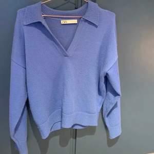 HÖGSTA BUD LIGGER PÅ 260!! Helt slutsåld super gullig tröja i en fin blå färg ifrån zara m krage💗 Strl L men sitter som S