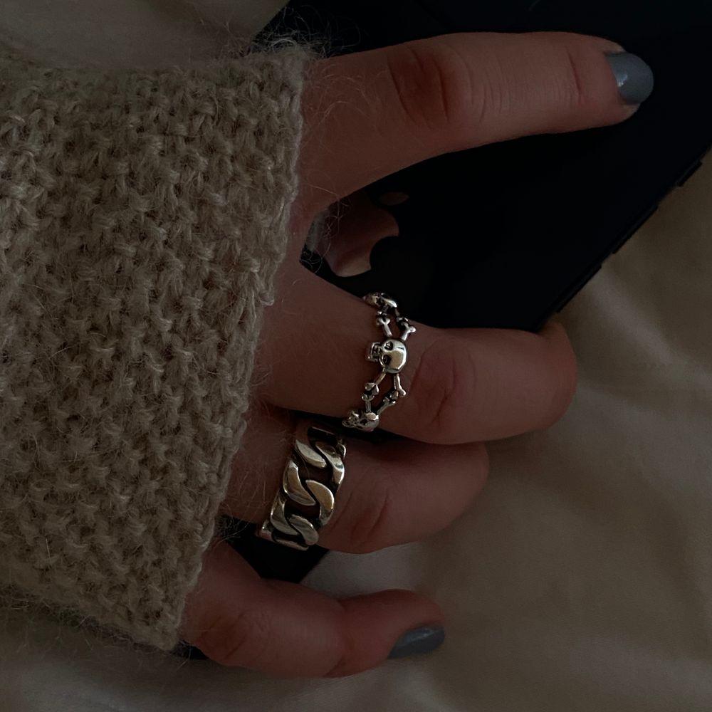 Köp i chatten eller DM på instagram @FliippFlapps ⚡️ reglerbara ringar i sterling silver 925! 150kr/st. Accessoarer.