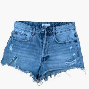 Rippade jeans shorts ifrån zara trf 💙