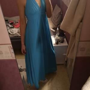 Jättefin Långklänning från Gina Tricot. Säljes pga för kort för mig.