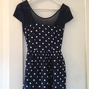 Prickig klänning från Abercrombie & Fitch