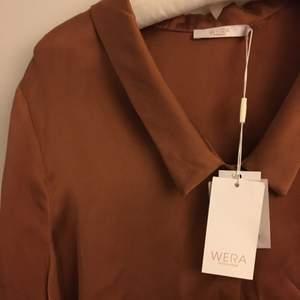 Skjorta från Wera aldrig använd. Storlek 40, men kan användas som oversize för s/m.