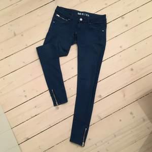 Snygga blåa jeans från BikBok. Låg midja. Säljes pga för små.