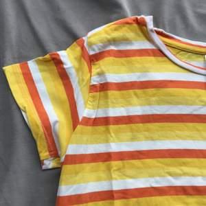 T-shirt strl xs/s. Lite använd.